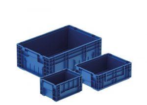Niebieskie skrzynki plastikowe dla przemysłu motoryzacyjnego od producenta bekuplast - idealne do przechowywania drobnych elementów w warsztacie